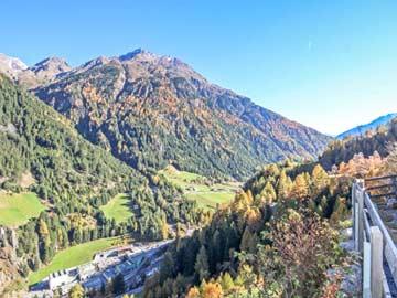 Aussicht Sommer nach Sölden und zur Bergbahn