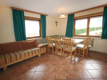 Wohnküche in der Ferienwohnung Kaltenbach Hochzillertal