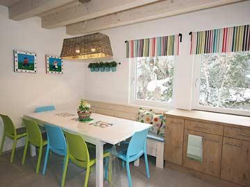 gemütliche Wohnküche mit Esstisch