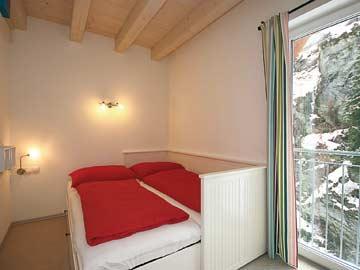 das Auszieh-Doppelbett im EG-Schlafzimmer