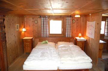 Schlafzimmer 3 (Einzelbetten) und Zugang zu Schlafzimmer 4
