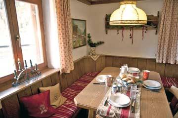 Chalet Kühtai - gedeckter Esstisch in der Küche