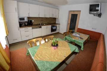 Große, gemütliche und gut ausgestattete Wohnküche