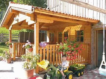 Grillhütte auf dem Grundstück