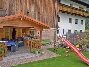 Grillhütte und Kinderspielplatz