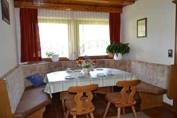 nochmals der Esstisch im Wohnflur, bei Bedarf leicht erweiterbar mit dem Esstisch in der Küche