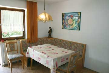 Sitzgruppe in der Küche im Ferienhaus Kaltenbach Zillertal