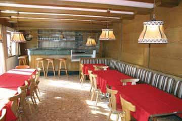 der große Speise- und Aufenthaltsraum (ältere Aufnahme mit anderen Stühlen)