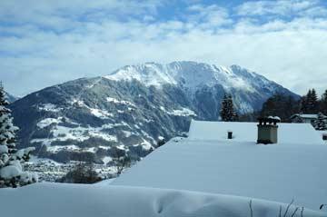 Aussicht im Winter auf das Skigebiet Hochjoch (Silvretta Montafon)