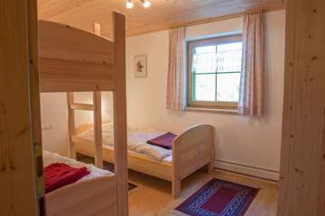 Helles 3-Bett-Zimmer