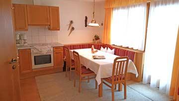 Wohnküche mit Balkonzugang