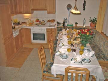 Gemütliche, gut ausgestattete Wohnküche