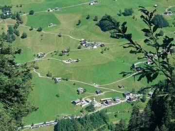 Das Ferienhaus Marul liegt am Fuße des Berges im Ortskern