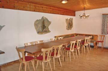 der Speise- und Aufenthaltsraum in der Skihütte Silvretta Montafon