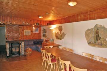 Hüttenstube: der Speise- und Aufenthaltsraum in der Skihütte Silvretta Montafon