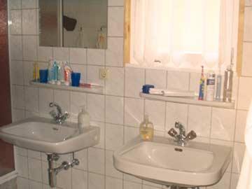 der Sanitärbereich der Hütte