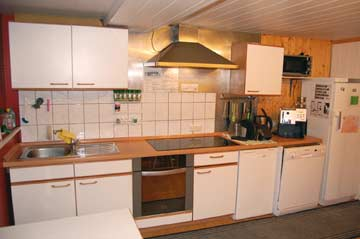 Sehr gut ausgestattete Küche