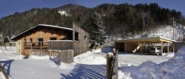 Carport und Haus im Winter