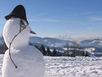 Schneemann bauen im Winter