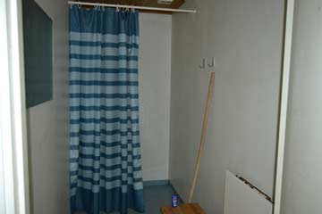 eine der vier Duschen