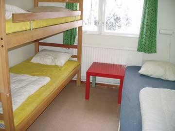 eines der insgesamt acht 3-Bett-Zimmer