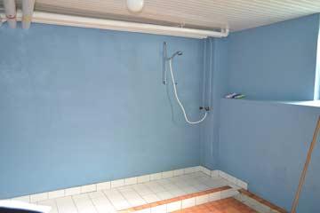 Dusche neben der Sauna im Keller