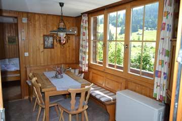 Wohnraum mit Esstisch und herrlichem Panoramablick