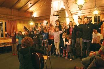 Gruppenhaus Gsteig bei Gstaad - Spieleabend im Aufenthaltsraum