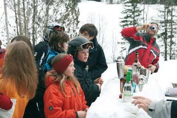 die eigene Après-Ski-Schneebar direkt am Haus (Kundenfoto)