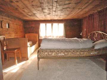 Ferienhaus Curaglia bei Disentis - Blick in die Schlafzimmer
