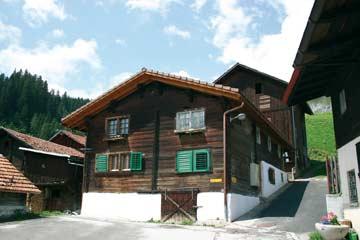 das Ferienhaus Curaglia bei Disentis im Sommer