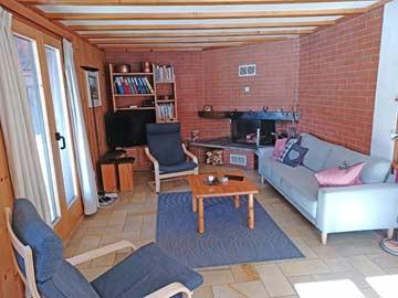 Ferienhaus Engadin - Sitzgruppe mit offenem Kamin