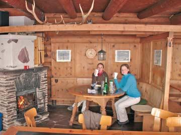 der beste Platz nach dem Skifahren: direkt vor dem offenen Kamin!