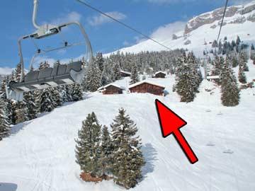 Skihütte Flims - phantastische Lage direkt im Winterresort LAAX. Der Sessellift fliegt direkt an der Hütte vorbei ...