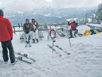 Ankunft an der Hütte, mit Skiern direkt auf die Terrasse ...