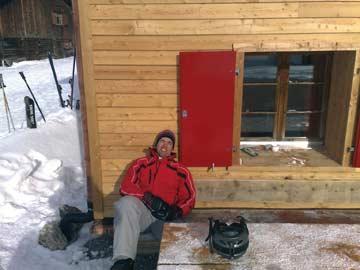 Sonnenbad auf neu gestaltetem Außensitzplatz (Kundenfoto)