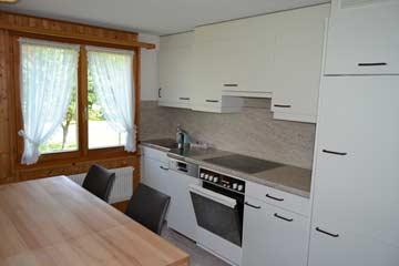 Küche mit weiterem Esstisch