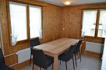 Esstisch mit Eckbank und Stühlen in der Küche