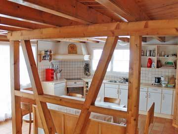 die Hüttenstube (Speise- und Aufenthaltsraum mit offener Küche)