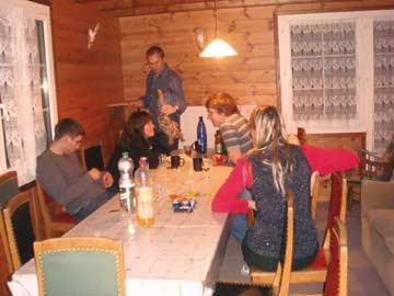 Skihütte Braunwald - unsere Kunden in der Hüttenstube (noch mit altem, inzwischen ausgetauschtem Mobiliar)