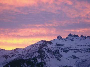 Sonnenaufgang bei der Skihütte Braunwald