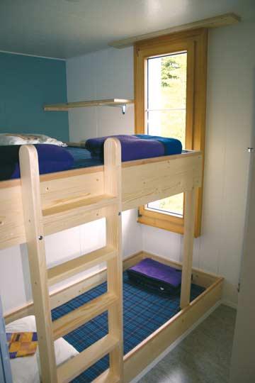 Einzelbett und Doppelhochbett im 3-Bett-Zimmer im OG