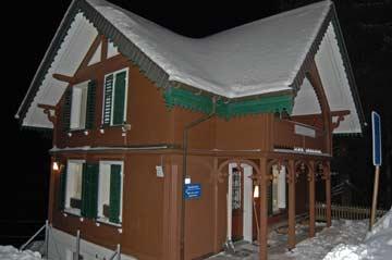 Hütte Flumserberg an einem klaren Januarabend
