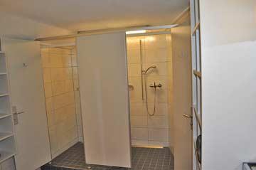 Waschraum mit Duschen