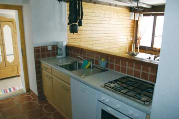 offene, sehr gut ausgestattete Küche