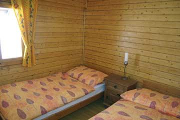 2-Bett-Zimmer mit Einzelbetten
