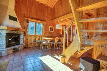 Chalet Les Collons - schöner Wohnraum mit offenem Kamin