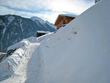 Zugang zum Haus im Winter