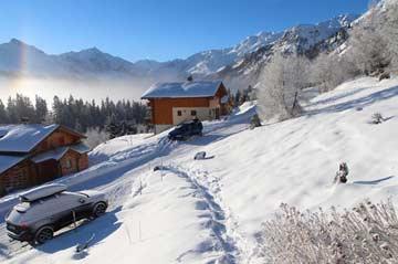 Treppenweg zum Chalet im Winter