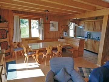 Ferienhaus Les Collons - Esstisch und offene Küche